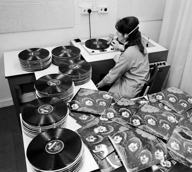 EMI quality control room, 1965. Beatles Rubber Soul album.