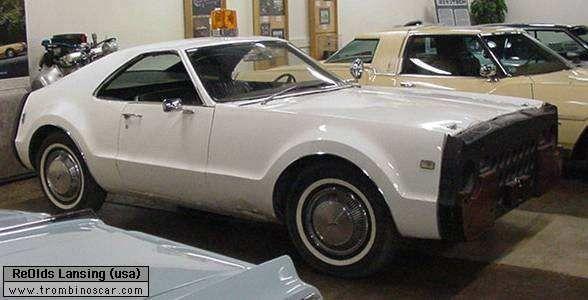 1965 Oldsmobile Toronado raccourcie