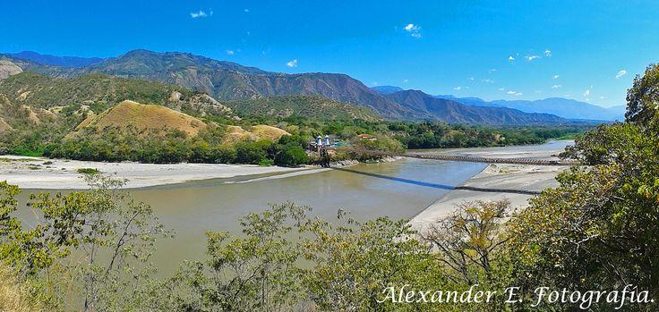 Puente de Occidente sobre el río Cauca.