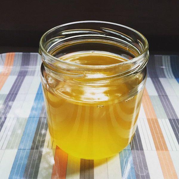 Ghee ist ein Butterschmalz und gilt im Ayurveda als Lebenselixier und Verjüngungsmittel. Wir zeigen dir, wie du Ghee selber machen kannst!