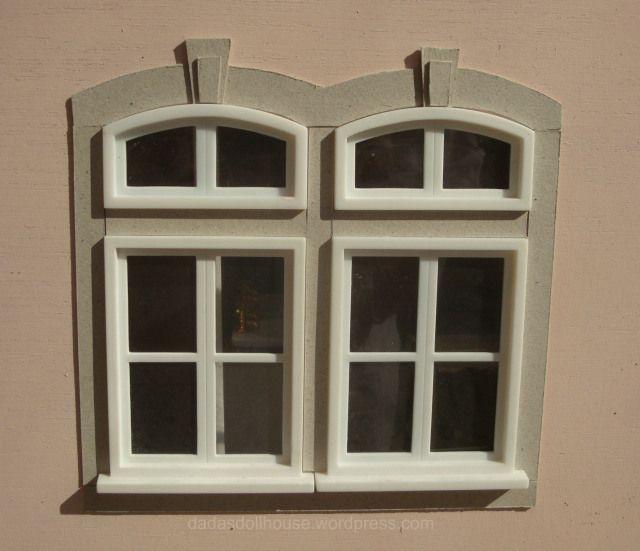 dadasdollhouse.wordpress.com Finitura delle finestre con cornici di pietra - Decoration of the windows with a cornice