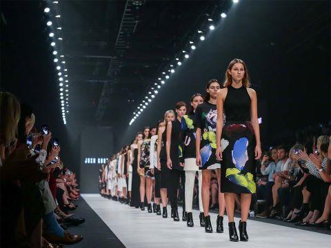 VIRGIN FASHION FESTIVAL: El festival anual de moda es un evento único, de la más alta calidad, en el que destaca la atención constante a la innovación y a la excelencia. Virgin Australia Melbourne Fashion Festival se esfuerza por promover lazos entre sus participantes locales, nacionales e internacionales para lograr la mayor exposición a la audiencia deseada.
