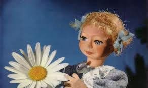 La séquence du jeune spectateur : dans les années 60 cette marionnette squattait l'antenne de l'ORTF une fois par semaine (d'abord le jeudi ensuite le mercredi), vers l'heure de table, pour présenter aux enfants des extraits de films.  http://2doc.net/g5smi #france #television