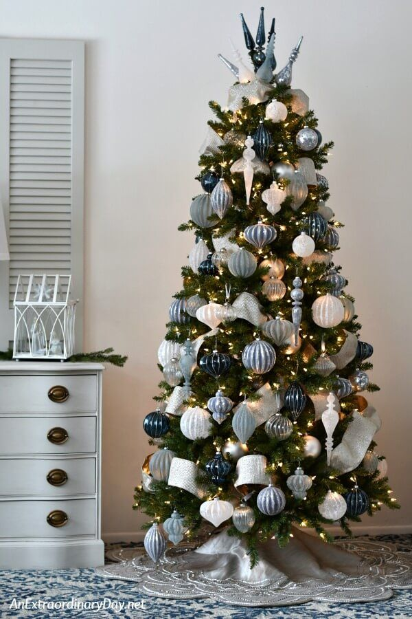 To Decorate A Christmas Tree