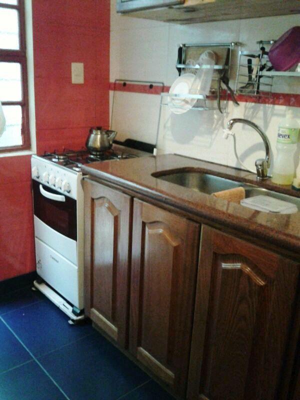 La cocina tricolor de Luis ;) Con Area Marinho 45x45, Pitanga Rojo y pared Striatto Fendi Br 33.5x58