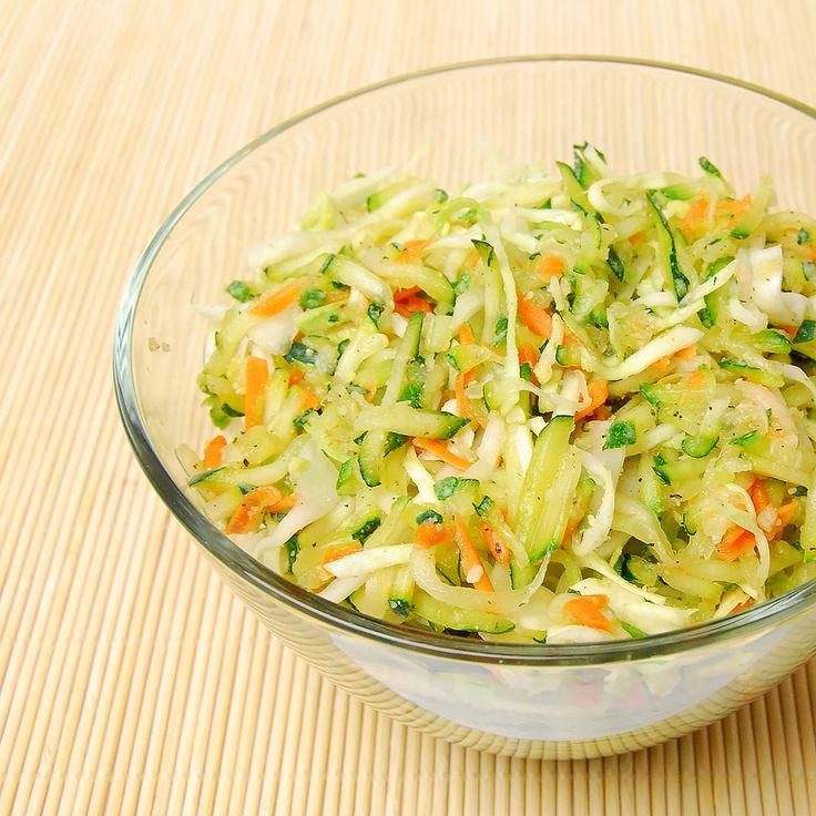 Dr. Goerg Rezepte: Veganer knackiger Zucchini-Weißkohl-Salat - ca. 4 Portionen in ca. 40 Minuten - Jetzt kostenlose Rezepte entdecken