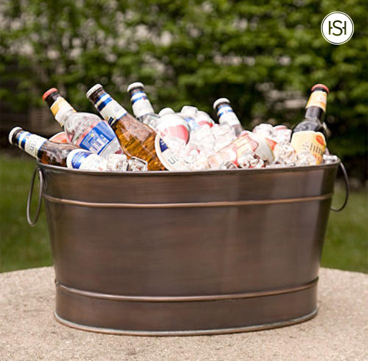 Guests will love their refreshingly cold drink, and you'll love the versatility of indoor or outdoor use in the Large Oval Copper Beverage Tub.