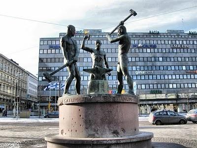 Kolmen Sepän Patsas, Helsinki ('Statue of three blacksmith')