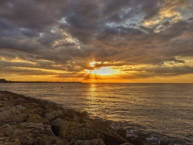 Good Morning! #luis_jardi #luisjardi #freesound #sounds #seawaves #sea #sun #sfxcentral #cubase #adobeaudition #adobe #iphone6splus  #iphonephoto  #cambrils #catalonia