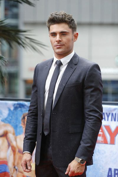 Zac Efron Photos - Zac Efron poses at the 'Baywatch' Photo Call at Sony Centre on May 30, 2017 in Berlin, Germany. - 'Baywatch' Photo Call in Berlin