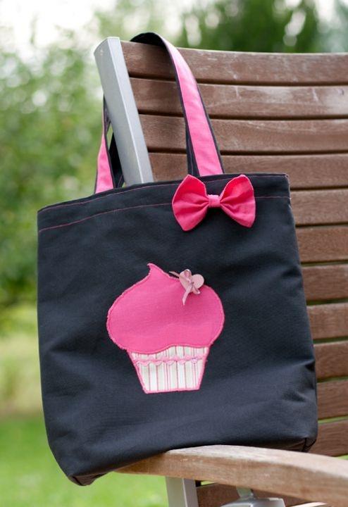 Cupcake bag by http://www.breslo.hu/item/Muffinos-loti-futi_1384#