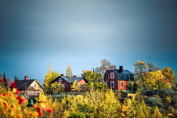 Punaiseksi majakaksi ristitty vanha puutalo on Kuuvuoren maamerkki. Kuva: Mikael Rydenfelt, Ts