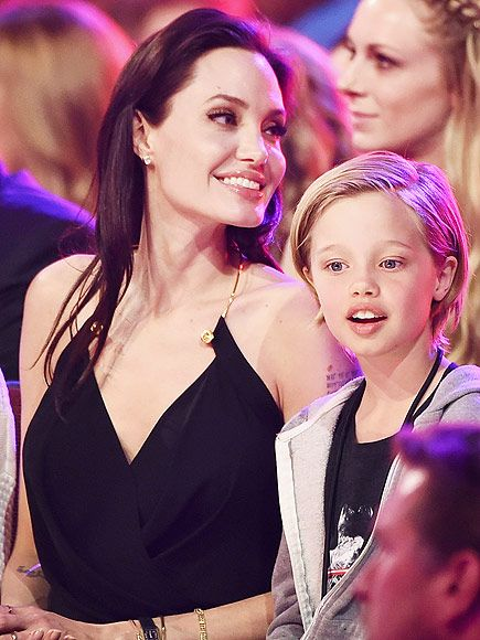 9 Celebrity Mother-Daughter Look-Alikes  | ANGELINA & SHILOH | Round blue eyes, fair skin and a strong sense of individuality – Shiloh is clearly all Jolie.