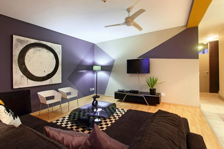 Living room area big enough for the whole family! Soho on Strand C9