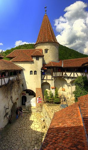 Castillo de Bran, Romania   - Explore the World with Travel Nerd Nici, one Country at a Time. http://TravelNerdNici.com