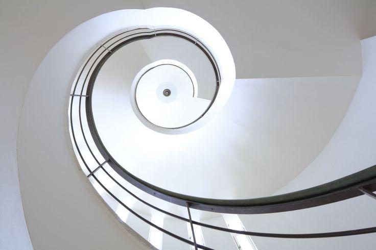 Israël, Tel Aviv, Rehovot, Weizmann Institute of Science, Weizmann House est l'ancienne résidence de Chaim Weizmann (premier président du pays entre 1949 et 1952) conçue par l'architecte Erich Mendelsohn dans les années 1930, escalier principal © Ludovic MAISANT