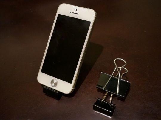 携帯スタンドや製本バインダーに!? ダブルクリップの便利な使い方 | CHINTAI情報局