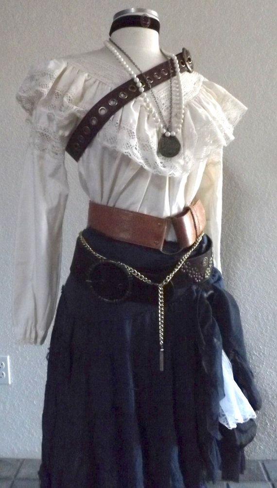 Women's komplette Piraten-Kostüm - einschließlich Schmuck, eine Bluse, Rock, & Gürtel - viktorianischen / Old-West Saloon Girl - Medium / Small                                                                                                                                                                                 More
