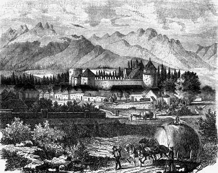 Vysoké Tatry v pozadí Kežmarského hradu