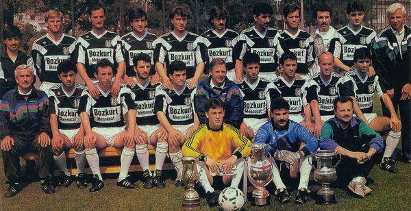 19 Mayıs 1990 | Şampiyonluğu garantileyen Beşiktaş, poster çekimi için Fulya Tesisleri'nde.