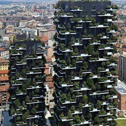 Милан, Италия - два экспериментально зеленых здания..