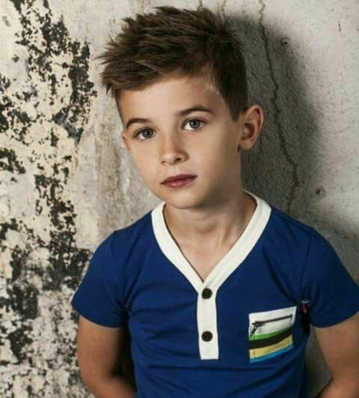 modèle coupe de cheveux garcon très moderne, idée charmante pour votre fils