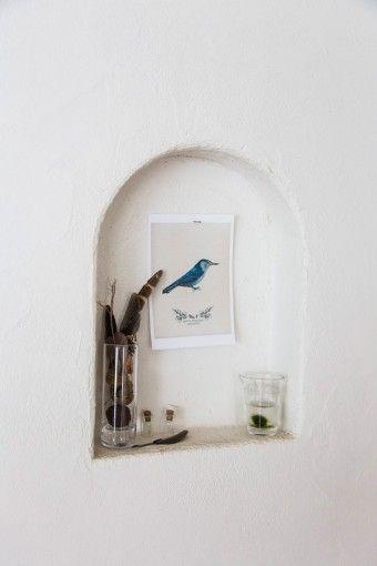 自前の壁にもニッチを取りつけた。自然をモチーフにデコレーションして楽しむ。