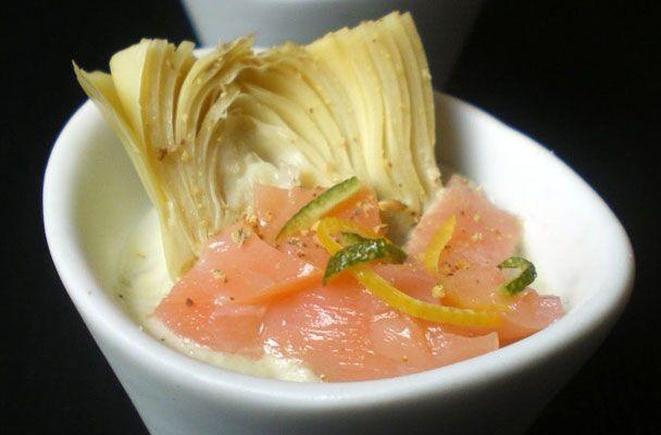 Crema di robiola ai carciofi e salmone - Ecco un delizioso antipasto per iniziare un pranzo di pesce o anche un'idea da servire come finger food.