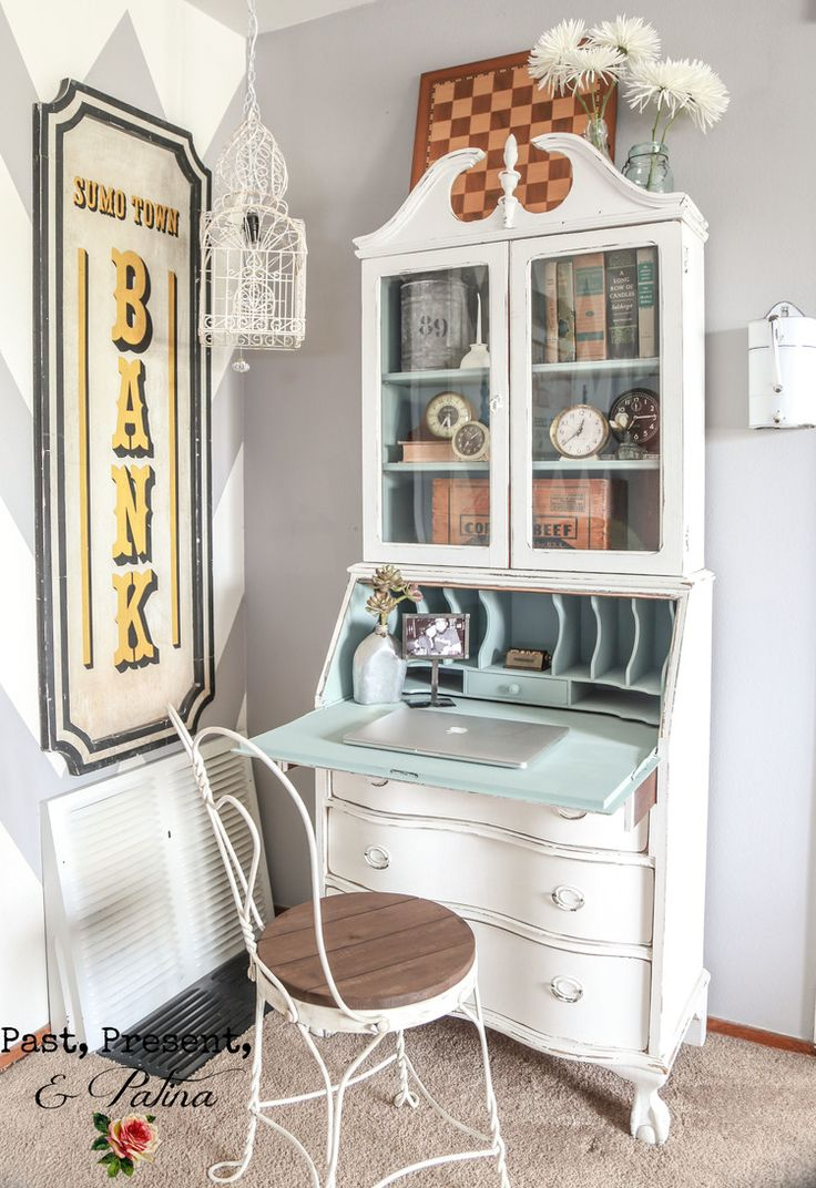 Gorgeous combination of a secretary and a hutch.