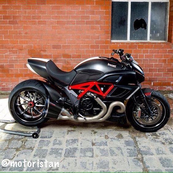 - #Ducati #Diavel Wie Geht Es Ihnen?