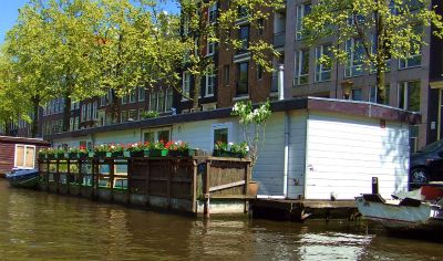 House boat 8