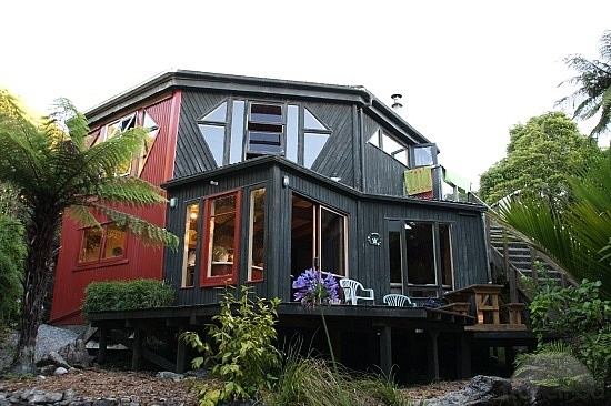 Rata Lodge, Te Nikau Retreat, NZ. www.tenikauretreat.co.nz