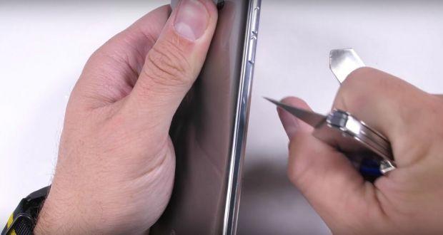 Telefonul care rezista incredibil cand este ars zgariat si indoit! Video cu un test uimitor