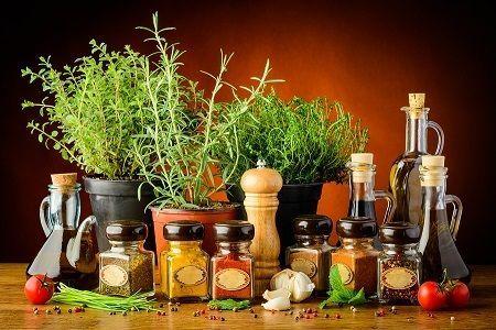 Plăcerea gustului - condimentele și mirodeniile     Condimentele fac mâncarea delicioasă. Mirodeniile și ierburile aromatice dau alimentelor gust și savoare. Fără ele preparatele noastre culinare ar fi fade. Sunt cele mai mici ingrediente dar au o mare importanță în bucătărie căci nu mâncăm doar ca să ne potolim foamea ci și pentru plăcerea pe care ne-o produce mâncatul. De când a învățat să gătească omul a fost fascinat de condimente atât pentru aroma și gustul lor delicat cât și datorită…