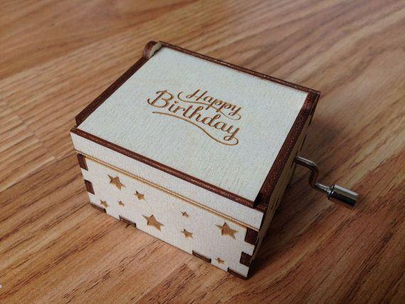 Boîte à musique Joyeux anniversaire. Objet de par JeanDit sur Etsy