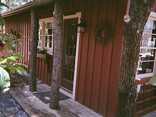 Bungalow Nestled In The Blue Ridge Mountains ,A Peacefull place to relax ,hiking. This bungalow is very quite and relaxing ,We are located 50 miles from Ash...