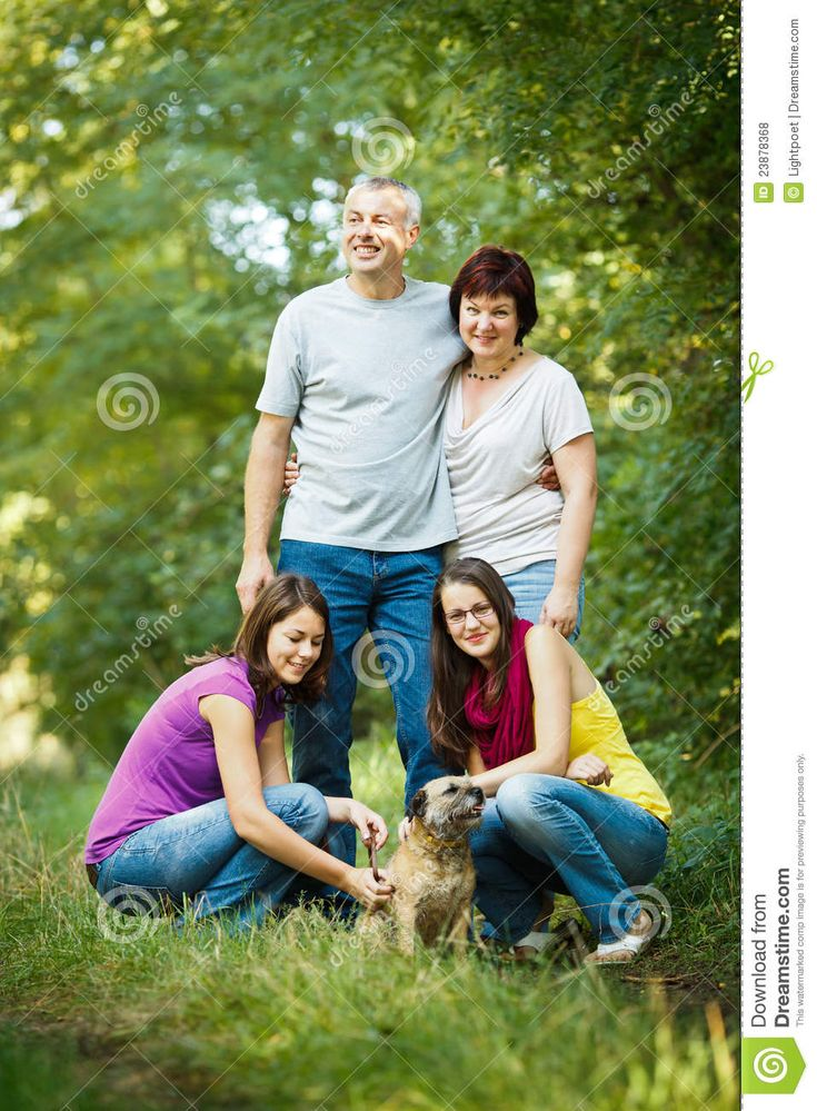 family of 4 pictures   Family portrait - Family of four with a cute dog outdoors