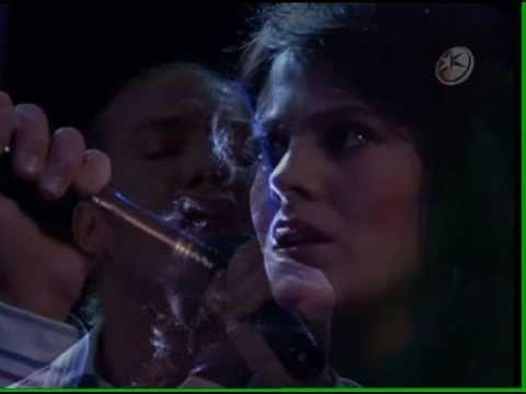 Mili y Alejandro - Un Mundo Raro. My heart melts everytime I see this scene