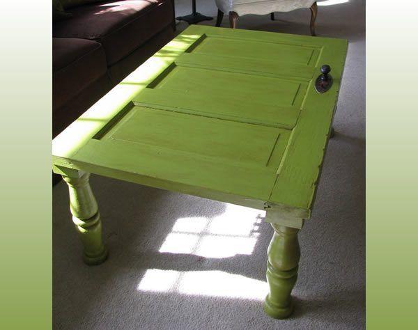 Já pensou na possibilidade de criar uma mesa a partir de uma porta antiga? Então veja a dica que tra