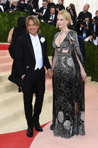Keith Urban e a mulher Nicole Kidman - ela de Alexander McQueen com joias Fred Leighton