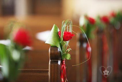 décoration banc église en rouge et vert