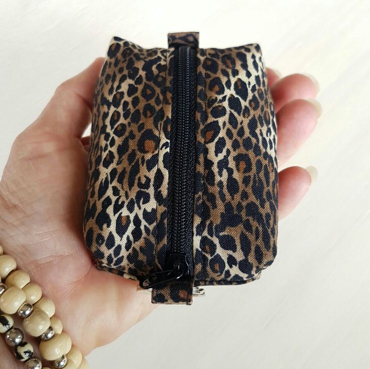 Cards, coins & keys! Grab your essentials and go with this popular leopard print coin and card purse!