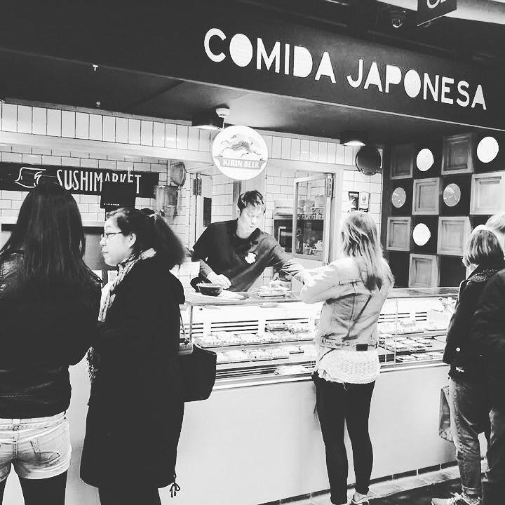 Con @deliveroo_es ya puedes tener en casa el Ramen de #ramenkagura y el sushi y okonomiyaki de #Hanakura desde nuestro puesto del @mercadosananton http://ift.tt/2nLceO7
