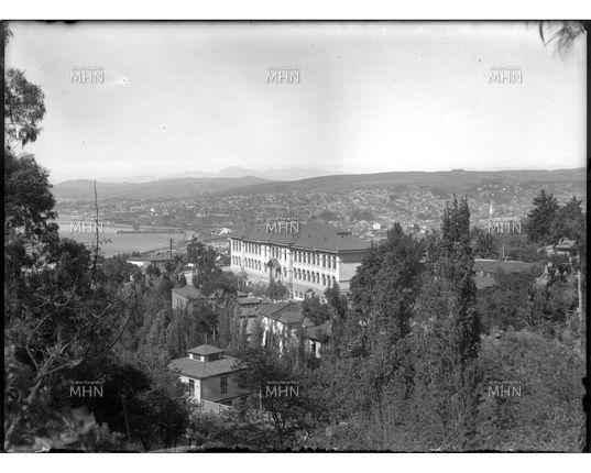 Colegio Pedro Montt ubicado en el Cerro Cárcel   ---   Fotog.:  Einar Altschwager   ---   Fecha de la Fotog.: 1930   ---   MHN