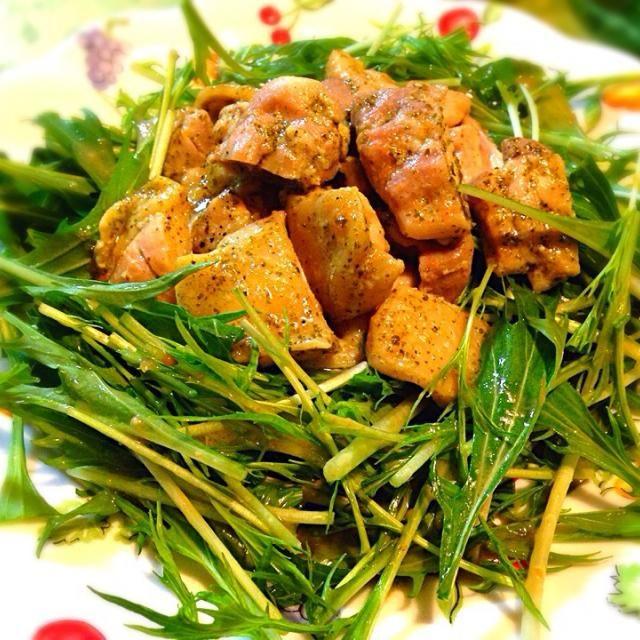 低温でじっくり時間をかけて煮るから柔らかくホロホロです。 水菜とオニオンドレッシングでいただきました。 - 25件のもぐもぐ - バジルチキンコンフィの水菜サラダ by monmon59