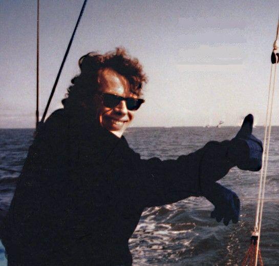 Klaas Bruinsma (drugsbaron) Klaas Bruinsma (Amsterdam, 6 oktober1953 – Amsterdam, 27 juni 1991) was een Nederlands drugsbaron die beschouwd wordt als de 'vader' van de Nederlandse drugshandel. Hij had als bijnamen De Lange (wegens zijn lengte) en De Dominee.[1] Die laatste bijnaam had hij te danken aan zijn zwarte kleding en zijn gewoonte anderen de les te lezen.