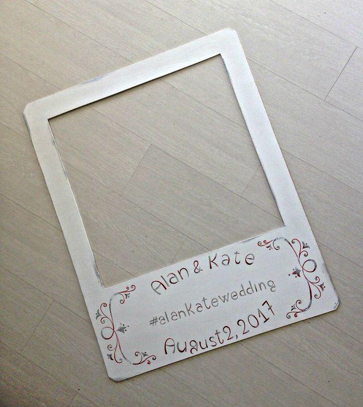 Cornice Polaroid con scritte dipinte/ Photo booth di nozze personalizzata/ Articolo per feste personalizzato/ Cornice per foto divertenti di PaintingsByCipeciop su Etsy
