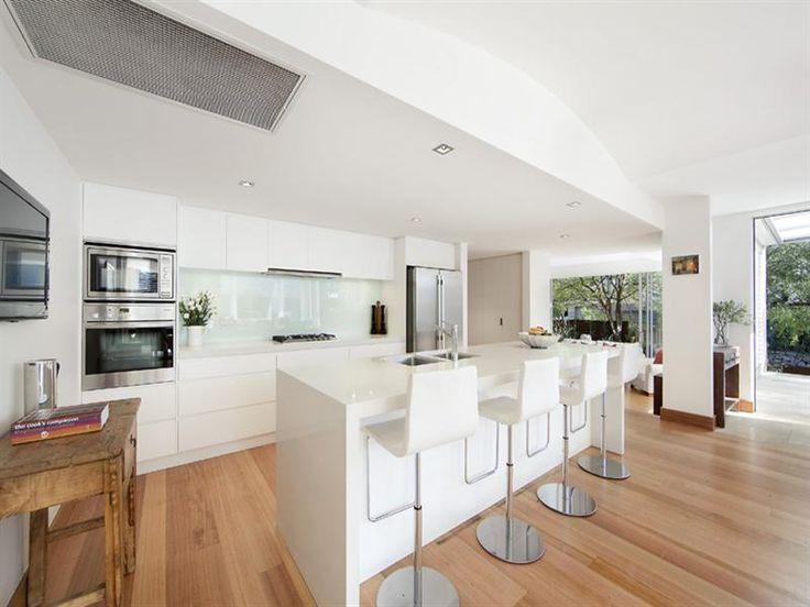 133 x 19 mm Select Grade Tasmanian Oak T&G timber flooring sanded and finished with Synteko 'Classic'. Visit http://insightflooring.com.au/species/tasmanian-oak/