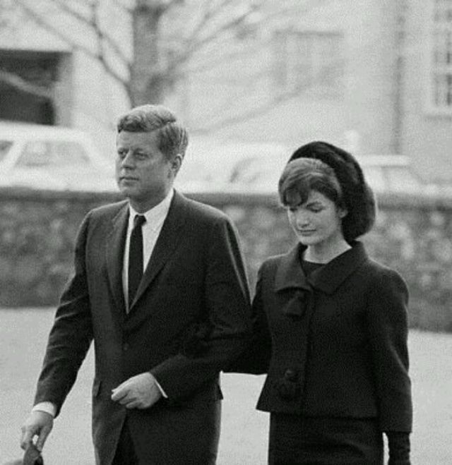 Jackie and John F. Kennedy walking to Eleanor Roosevelt's funeral, 1962.: Jackie Kennedy, Kennedy Families, Roosevelt Funeral, Eleanor Roosevelt, Kennedy Walks, 35Th Presidents, Jackie 1962, Jacqueline Kennedy, Jfkthe Kennedy