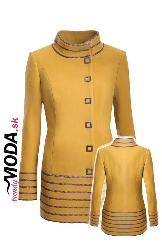 Žltý zimný dámsky kabát priliehavého strihu, so skrytými vreckami a výraznými kovovými gombíkmi. - trendymoda.sk